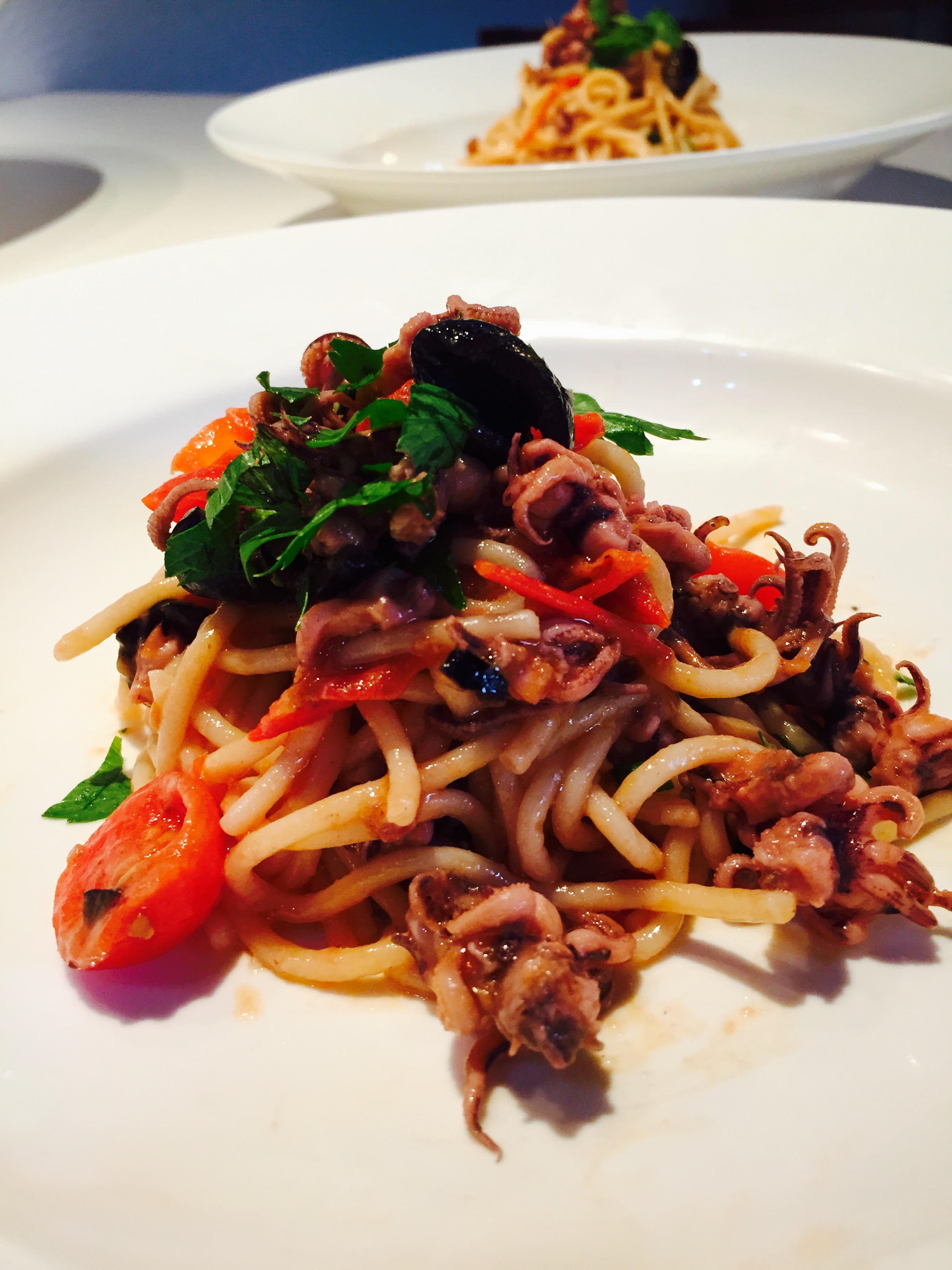 Spaghetti  moscardini e olive nere