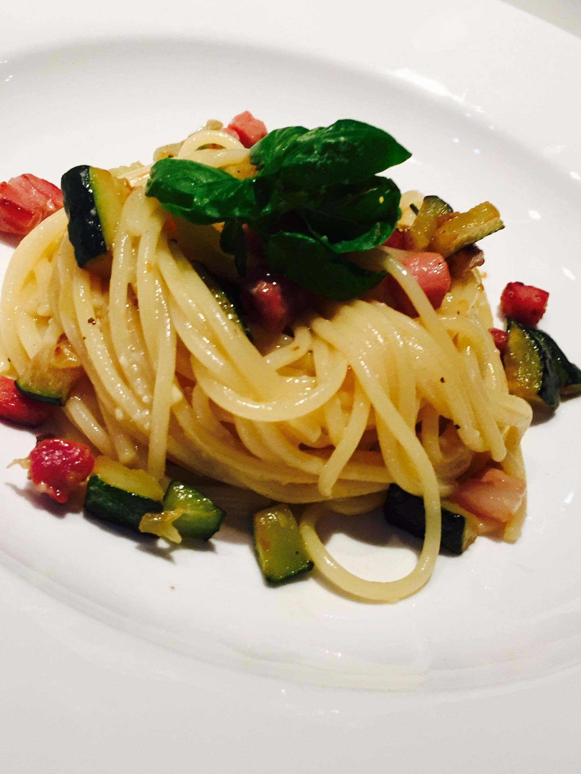 Spaghetti alla carbonara speck e zucchine