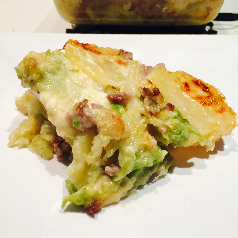 Tortino di patate verza  salsiccia e formaggi filanti