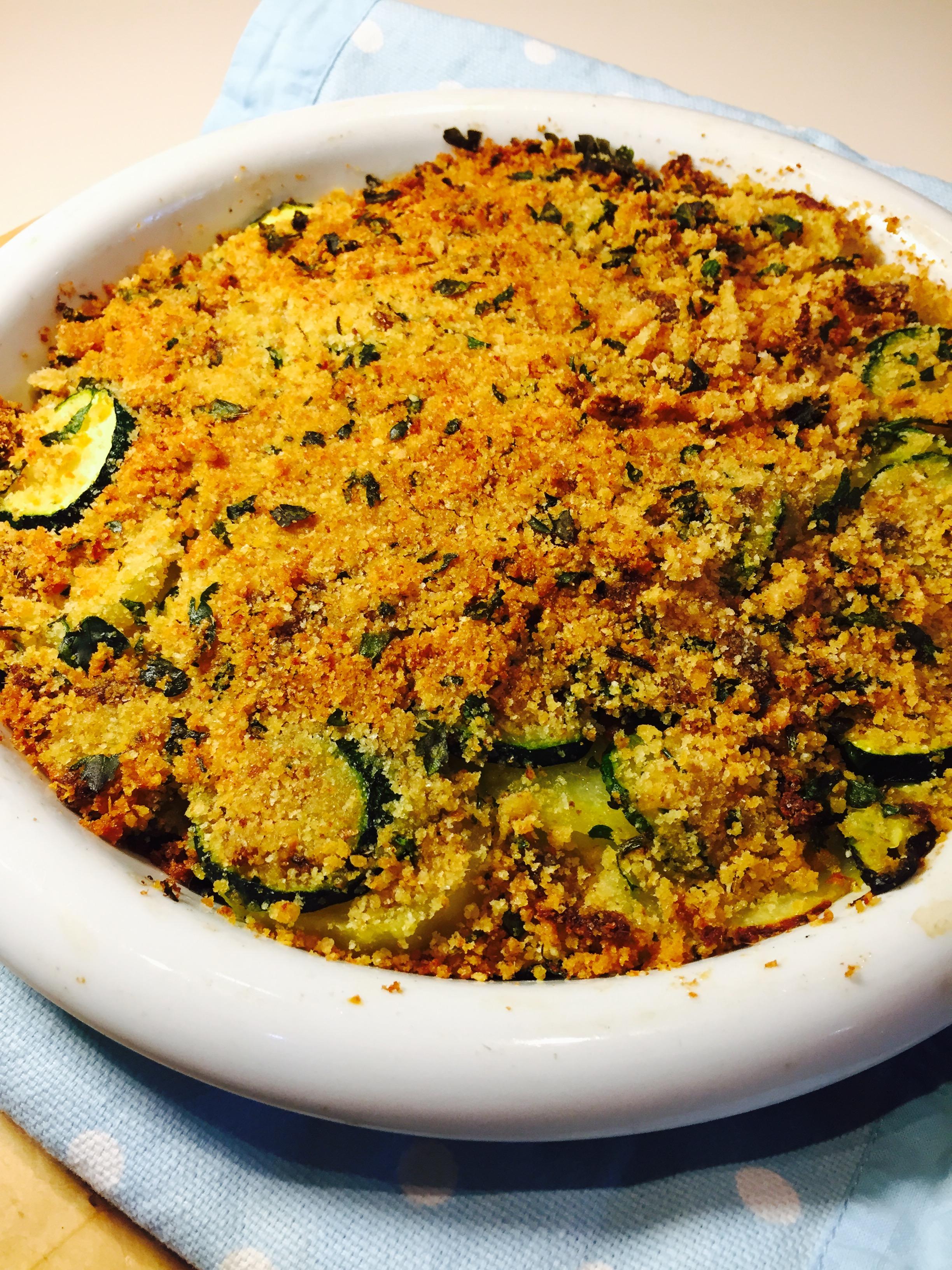 Crumble di zucchine patate e acciughe