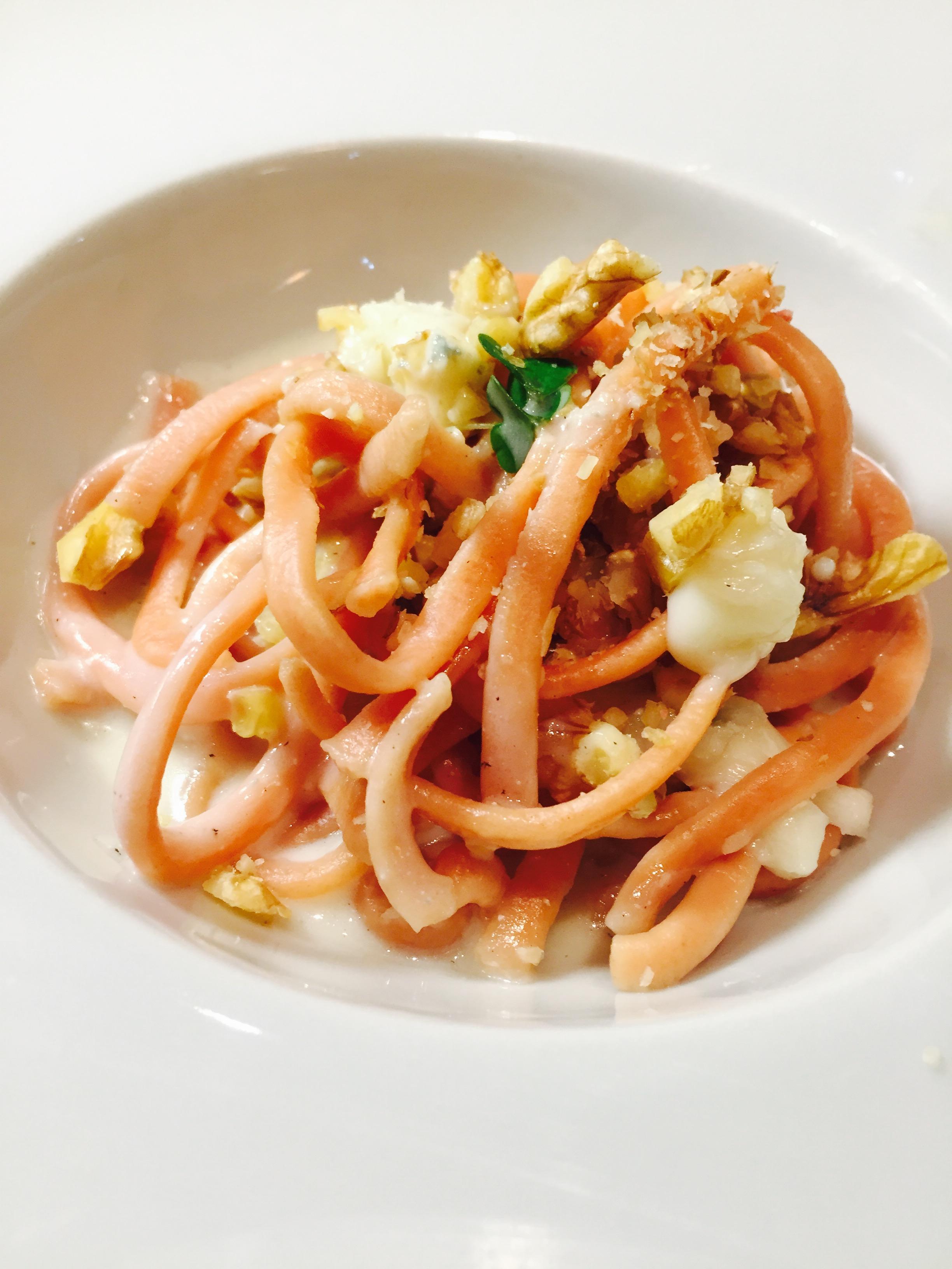 Tagliolini  di barbabietola con crema di gorgonzola e noci