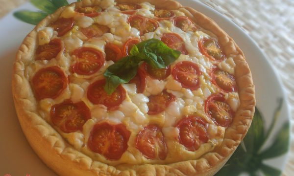Torta salata con formaggio di capra pomodorini e basilico