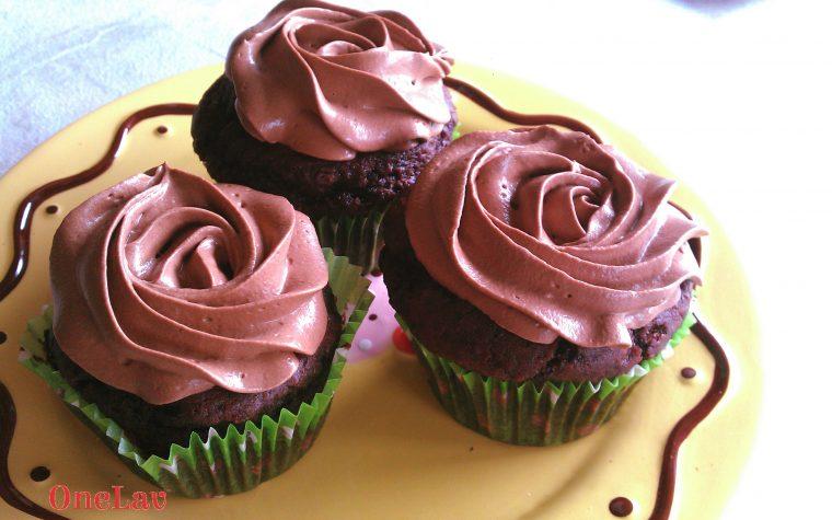 Muffin al cacao speziato e namelaka al cioccolato fondente