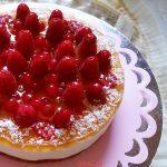 Torta mousse yogurt cocco e frutti rossi onelav
