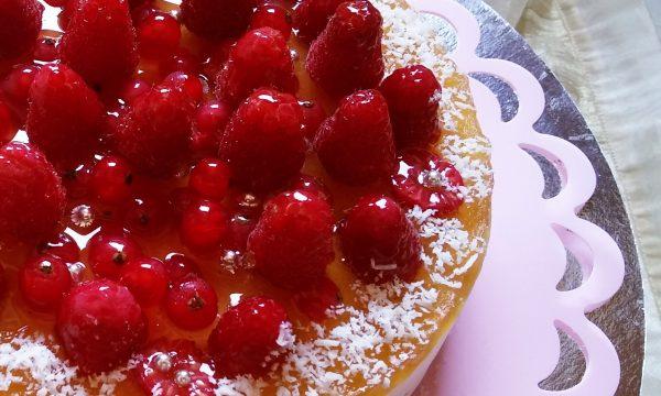 Torta mousse yogurt cocco e frutti rossi