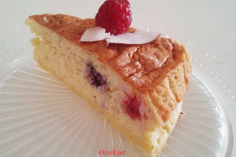 Torta magica cocco lamponi mirtilli di Christelle Huet-Gomez