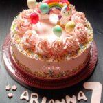 torta di compleanno con la crema