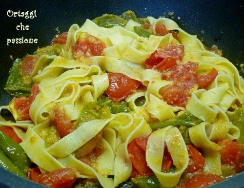 Tagliatelle con friggitelli e pomodori, pasta con peperoni