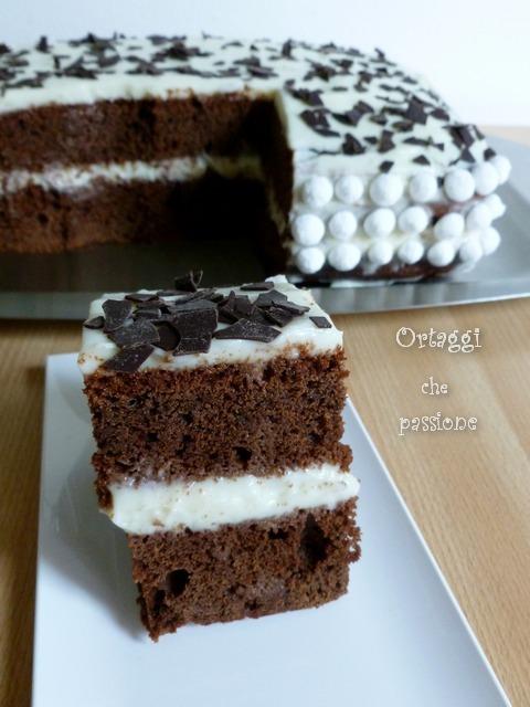Pan di spagna al cioccolato rettangolare e farcito, Ortaggi che passione by Sara