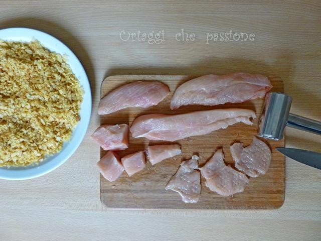 Tagliare il petto di pollo in pezzi non troppo grandi e con il batticarne appiattirli Ortaggi che passione by Sara