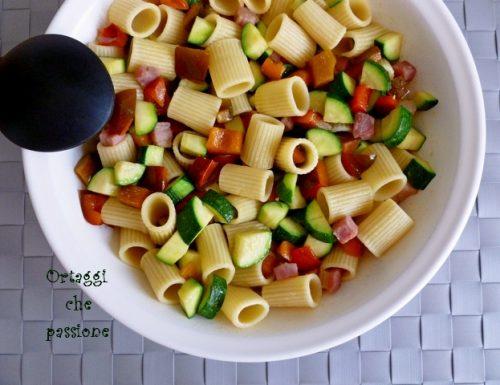 Pasta fredda zucchine peperoni pancetta