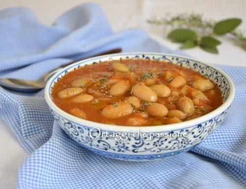 Zuppa con borlotti freschi, minestra di fagioli