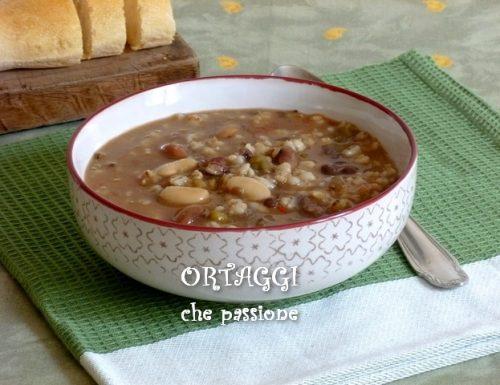 Zuppa di orzo e legumi, minestra di fagioli