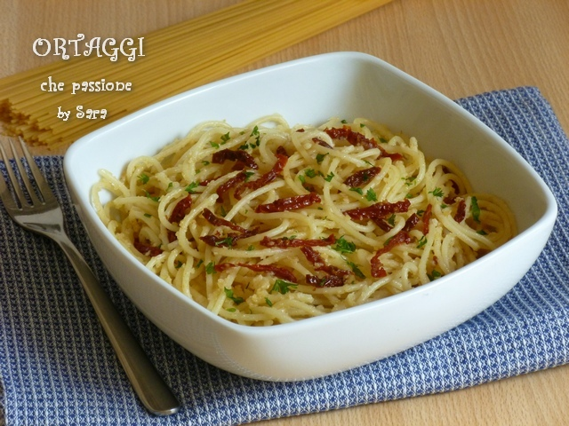 Spaghetti aglio olio peperoncino e pomodori secchi Ortaggi che passione by Sara