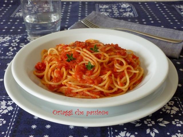 Sugo con polpa di pomodoro.Spaghetti con salsa di pomodoro Ortaggi che passione by Sara