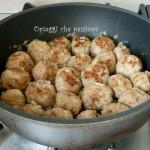Polpette con cipolla in padella