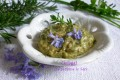 Pesto agli aromi con fiori di rosmarino
