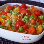 Insalata di quinoa con verdure e fragole