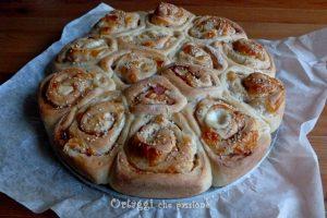 Torta di rose salata prosciutto e formaggio