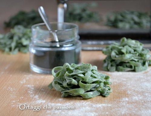 Tagliatelle fatte in casa, pasta fresca colorata