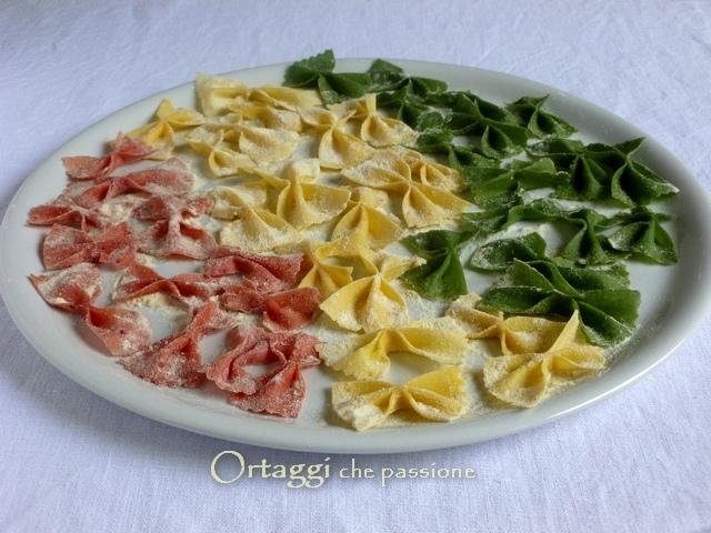 Tagliatelle fatte in casa, pasta fresca, farfalle