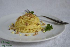 Spaghetti ricotta curcuma e noci