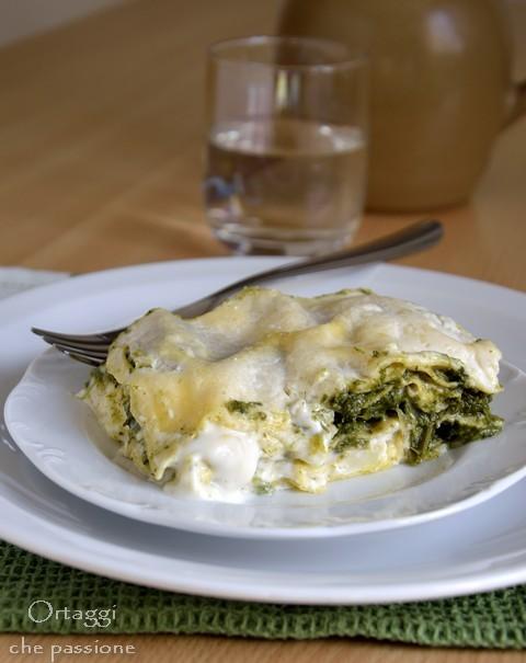 Lasagne con erbe di campo e mozzarella, pasticcio di verdure