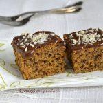 Torta integrale, dolce delizioso con carote e cioccolato fondente