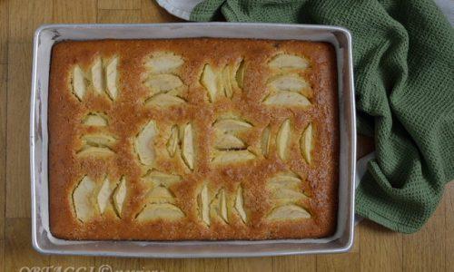 Torta con mele, uva sultanina e crema del piave