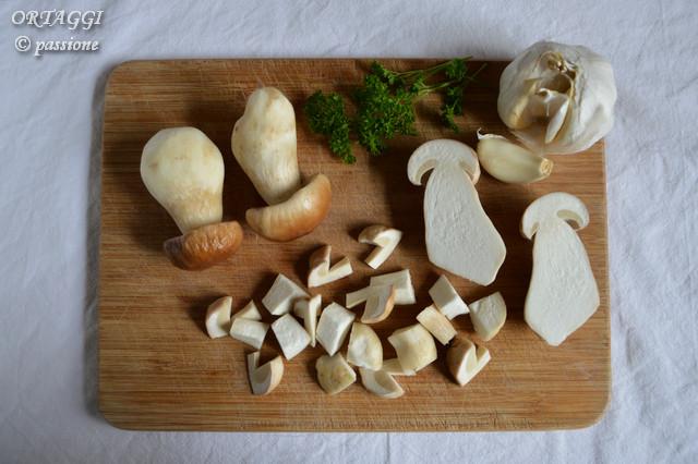 polenta e porcini, taglio funghi