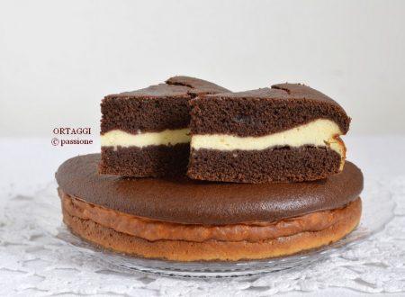 Torta versata al cacao farcita con crema alla ricotta