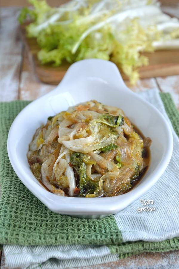 Indivia stufata in padella, scarola, Indivia riccia in padella con salsa di soia, ricetta
