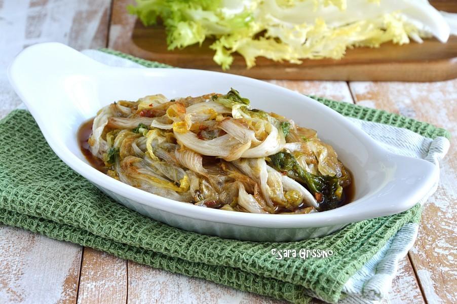Indivia stufata in padella, Indivia riccia in padella con salsa di soia, ricetta contorno