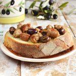 Olive fresche in padella con salsiccia