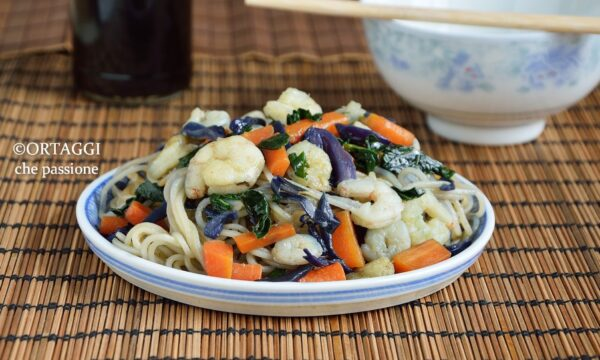 Spaghetti di riso con gamberi nella cucina feng shui