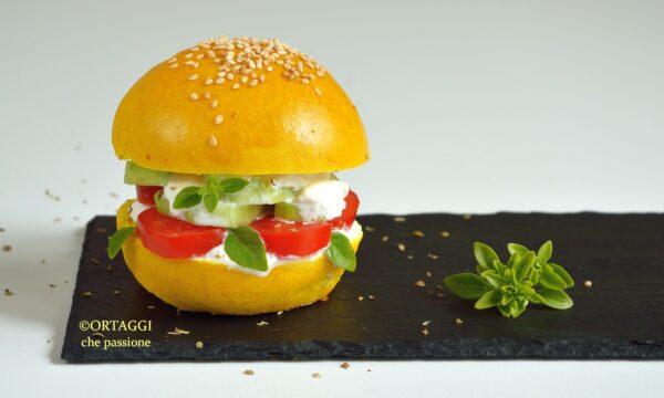 Yellow burger bun – panino giallo farcito