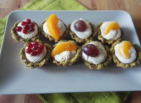 Tartellette di Frutta con Crema e Granella di Pistacchio