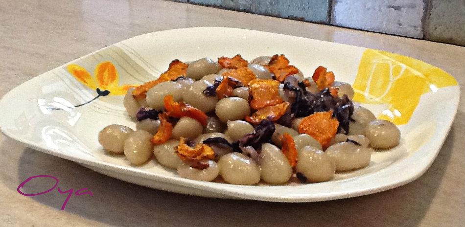 Gnocchi con radicchio e chips di carote, ricetta | Oya