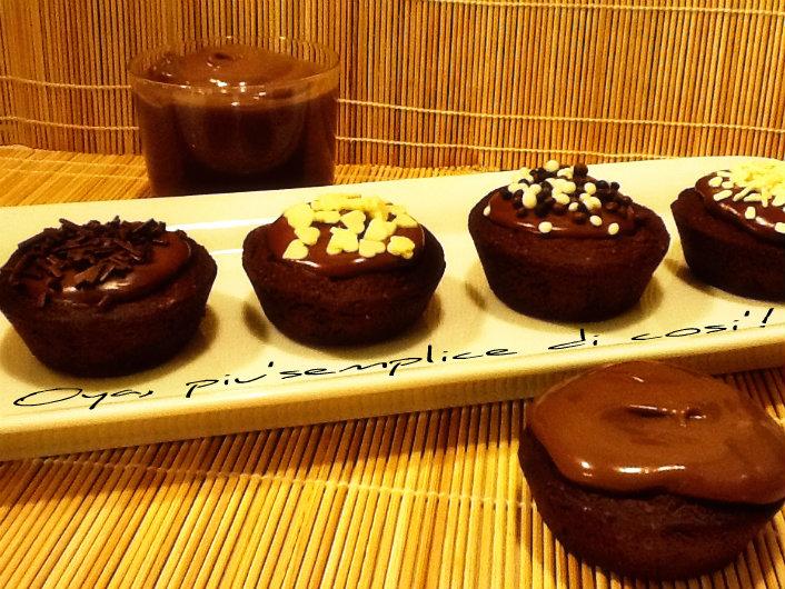Cestini di frolla al cacao ripieni di crema pasticcera al cioccolato | Oya