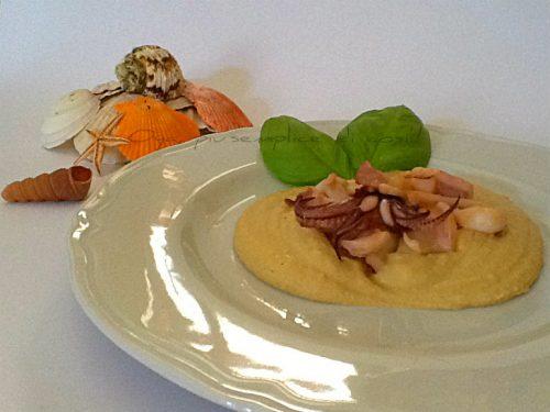 Calamari su crema di ceci, ricetta saporita