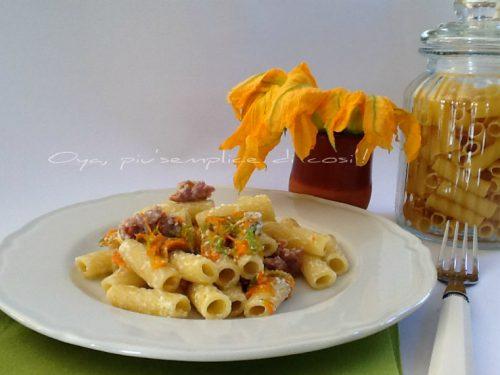 Pasta con fiori di zucca, ricotta e prosciutto, ricetta saporita