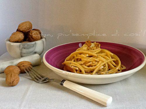 Bucatini cremosi ai formaggi, ricetta semplice e gustosa