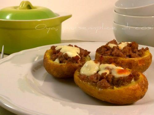 Patate ripiene con carne macinata e mozzarella