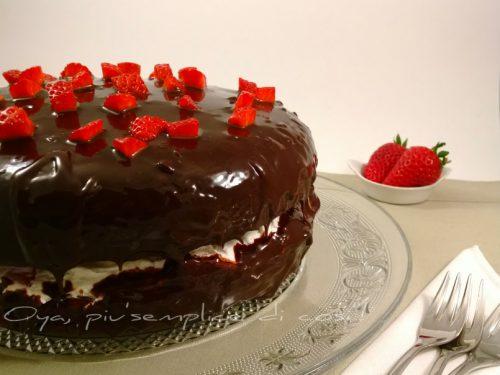 Torta al cioccolato con fragole, ricetta golosa