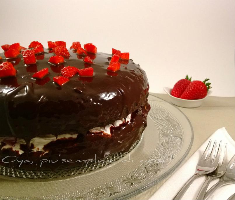 Torta al cioccolato con fragole, ricetta golosa | Oya