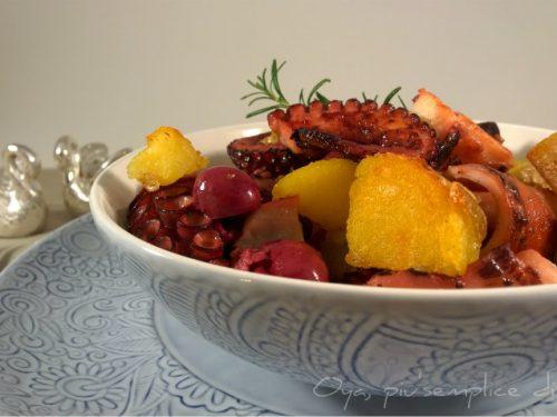 Polpo e patate in padella, ricetta saporita