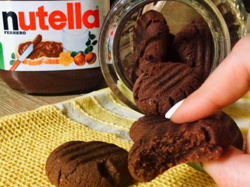 Biscotti alla Nutella con tre ingredienti, ricetta golosa