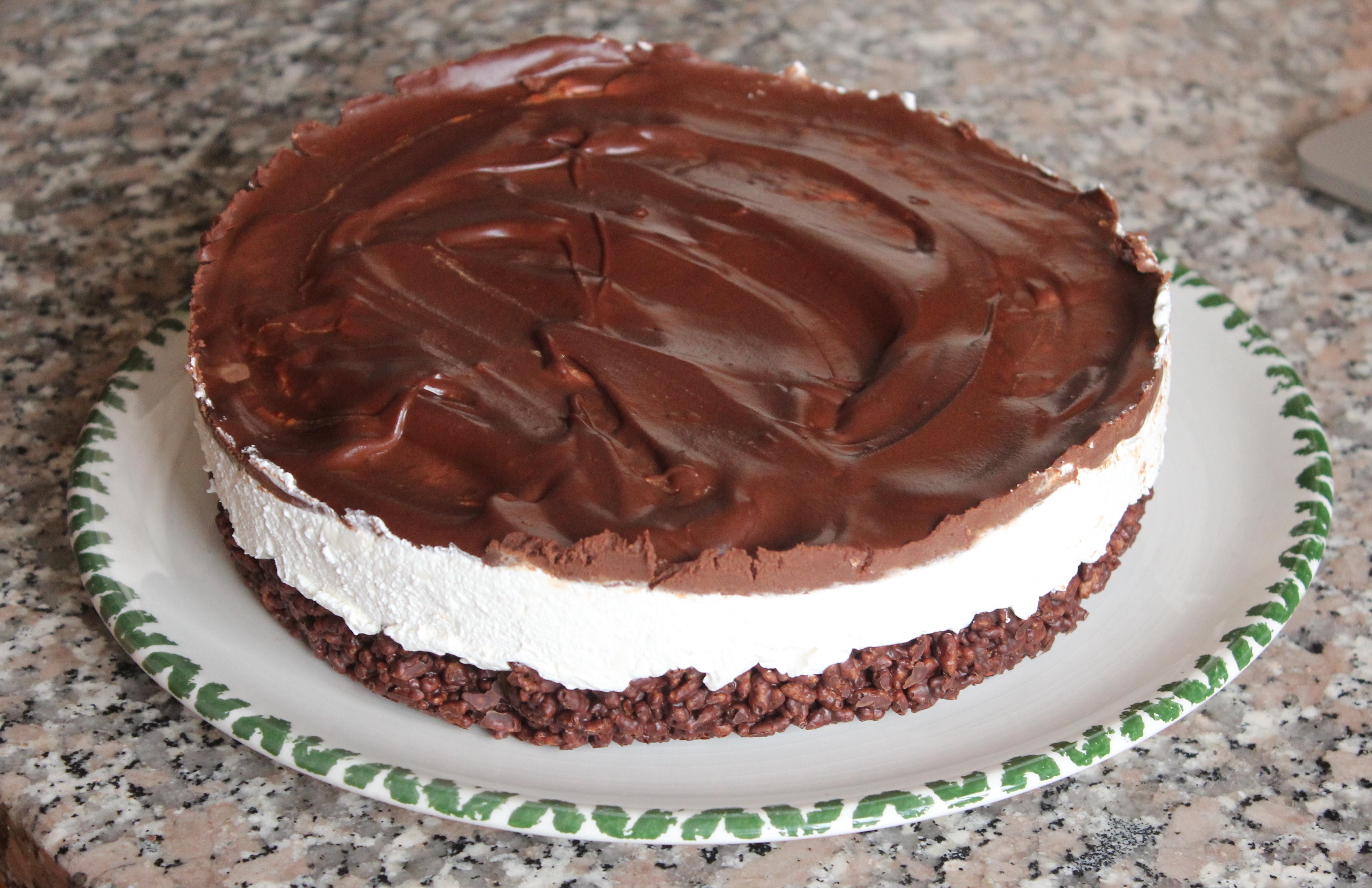 Cheesecake al cioccolato con base di riso soffiato