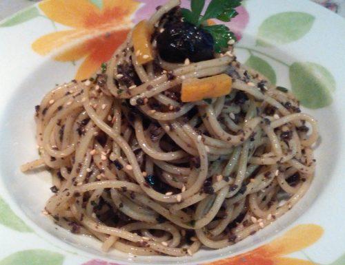 Spaghetti al Pesto nero Agrumato