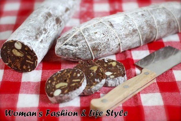 dessert-chocolate-sausage-with-nuts-and-biscuits…–e1540127315526